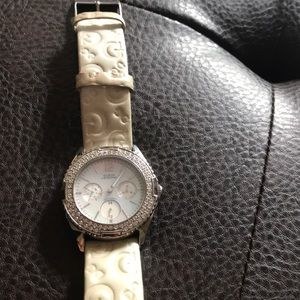 Guess Accessories - GUESS mother pearl face beautiful needs battery